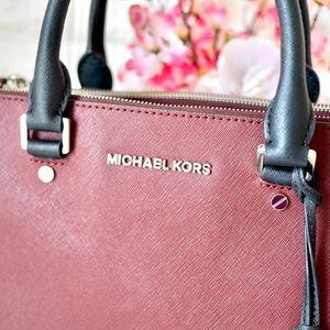 Michael Kors Bags - ⛔️SOLD⛔️💖Michael Kors Sutton Tricolor